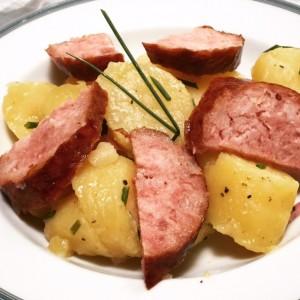 Astuce pour ne plus plucher les pommes de terre l 39 eau - Comment cuisiner la saucisse de morteau ...